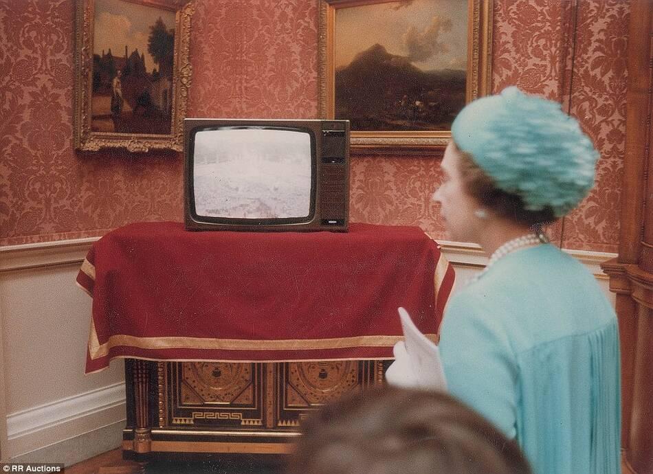 """被称为""""世纪婚礼"""".-戴安娜王妃大婚罕见照片曝光"""