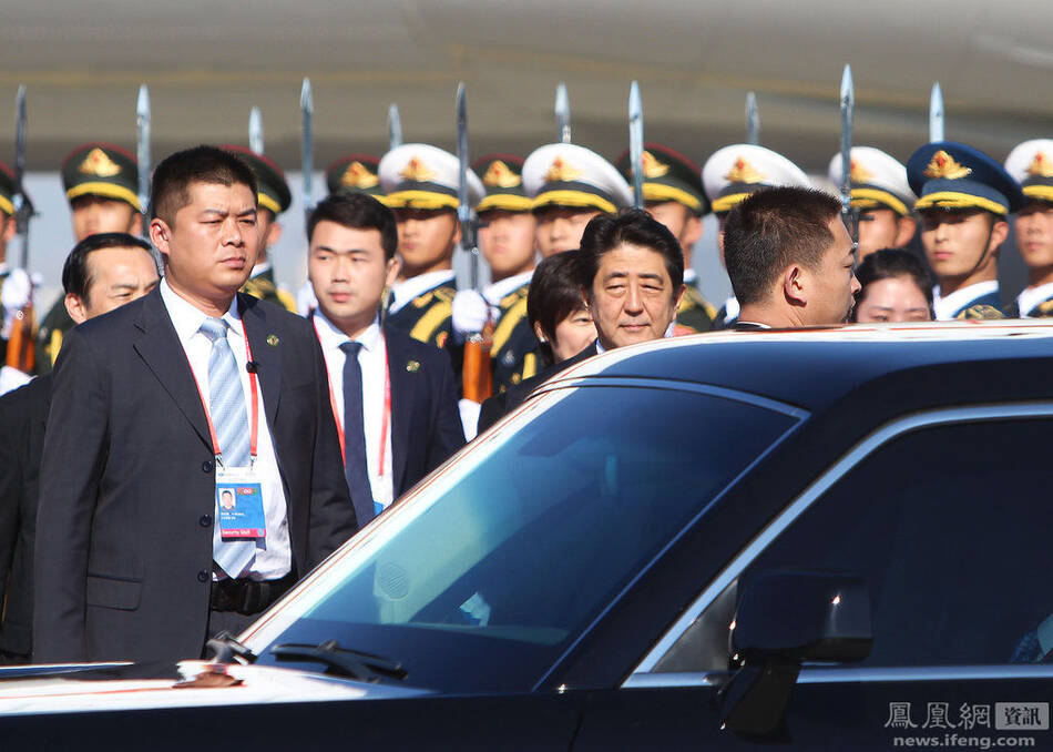 出席APEC会议的领导人保镖 - 人在上海    - 中国新闻画报