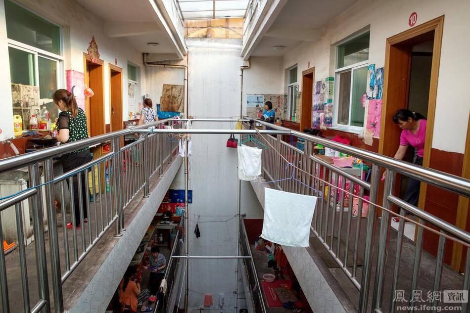时,只有98名毛坦厂中学的学生达到了本科院校录取的最低分数线.