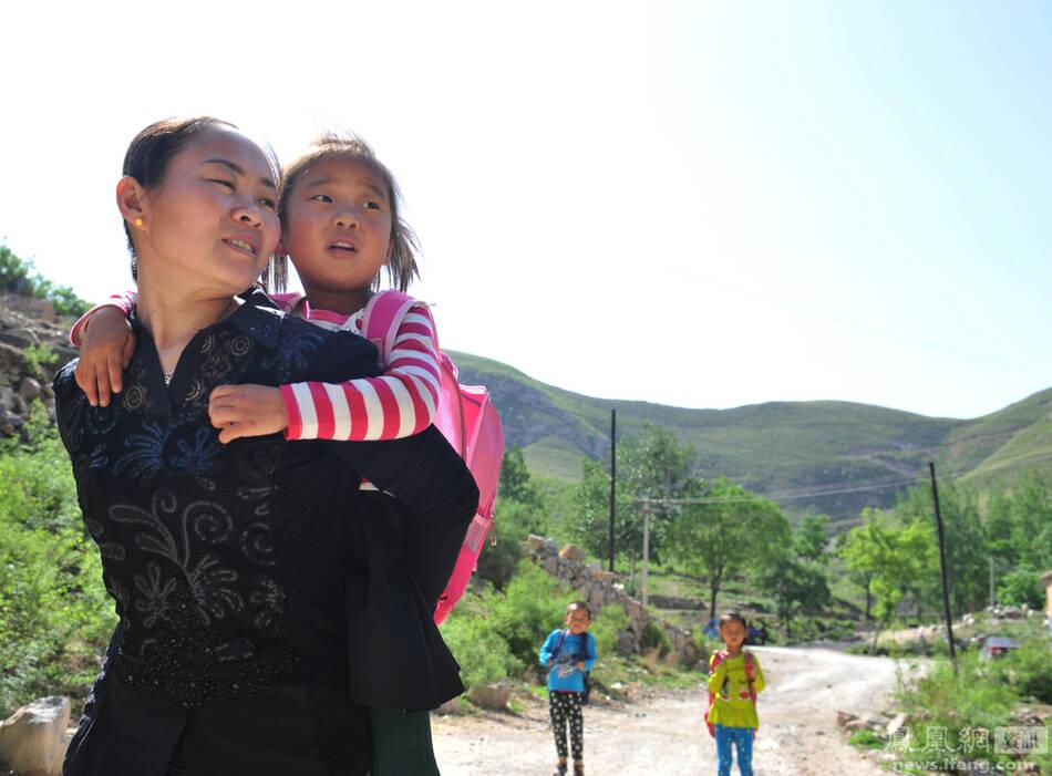 被拐女教师被指侵吞捐款 大骂村民:臭不要脸