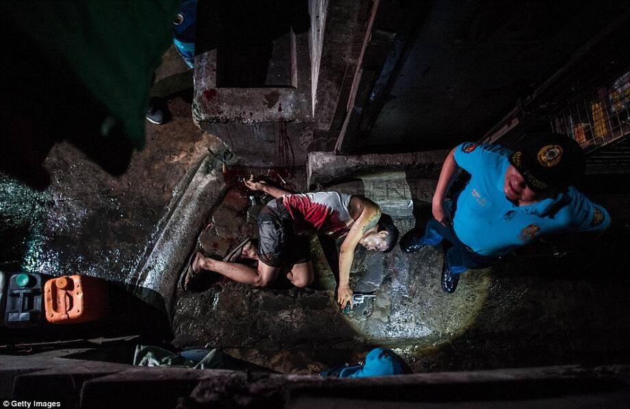 这里一个月300名毒贩被杀 尸体遍布街道 - 深海情深 - 深深的海洋
