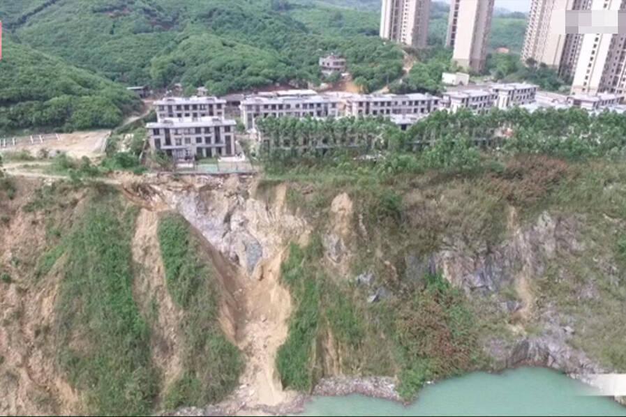 连遭两次塌方后 200万别墅门前成悬崖 - 子泳 - 子泳WZ的博客