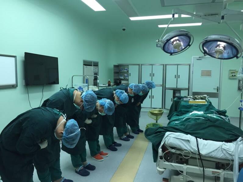 美籍教师江苏逝世 辞世前捐献肾脏和角膜将拯救中国人