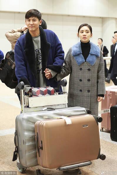 这位嫁到东北的韩国媳妇 去哪儿都不忘搂老公…