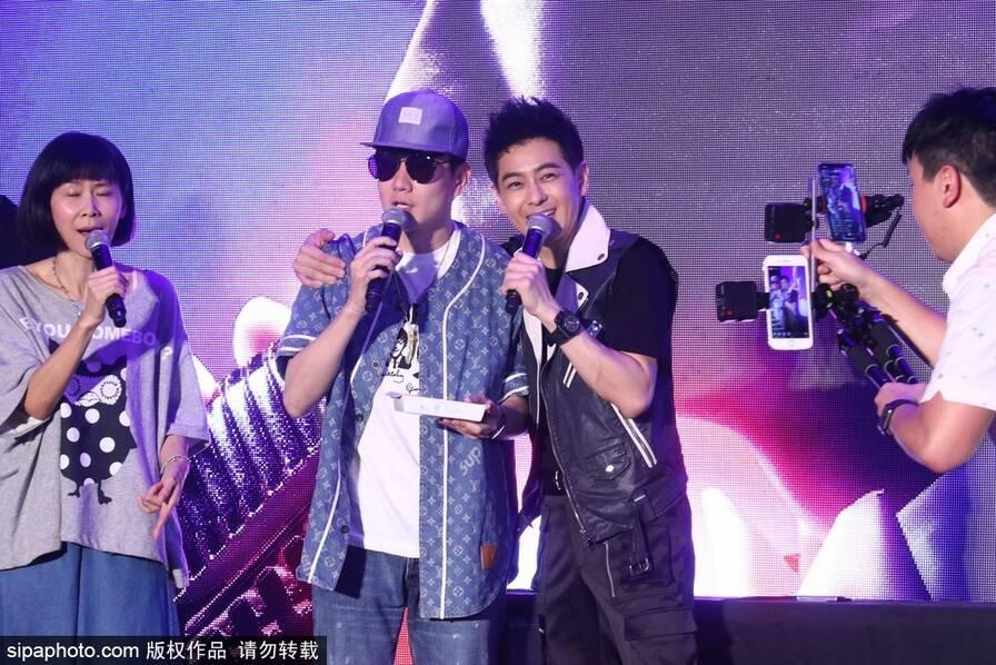 林志颖签唱会与老婆儿子同框 好友林俊杰站台力挺