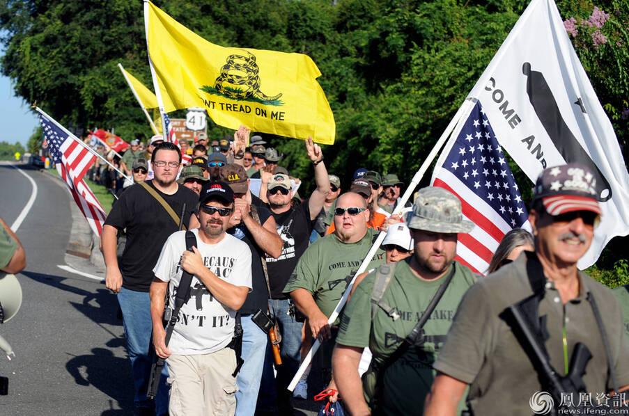 美国民众持枪游行五公里 示威支持合法持枪