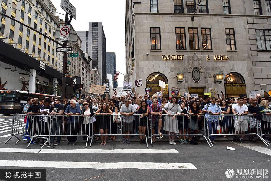 """纽约人这样""""迎接""""总统特朗普回家 (组图)"""