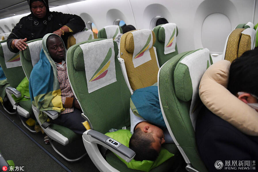 """华人回国过新年 在机场遭官方人员公开""""洗劫"""""""
