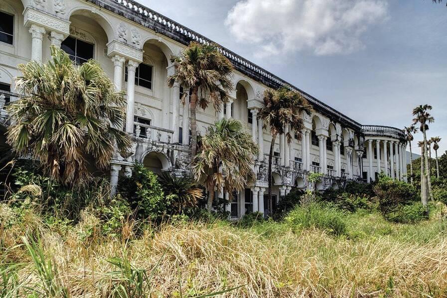 日本旅游业衰退繁华酒店变废墟,情人旅馆成动物居所