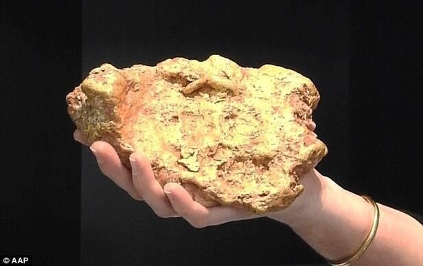 男子挖到6斤重的金块 日方没收中国男子206公斤黄金价值六千万