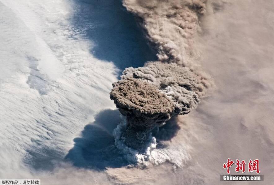 宇航员视角看火山喷发场面(图片)