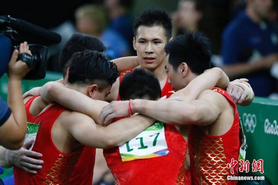 山东小伙张成龙率体操男队获得铜牌