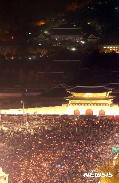 史上最大规模!韩国百万人大游行 要求朴槿惠下台
