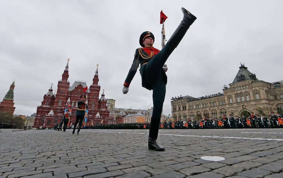 多角度看俄红场阅兵:女兵、新武器和狙击手,一个都不能少 - 子泳 - 子泳WZ的博客