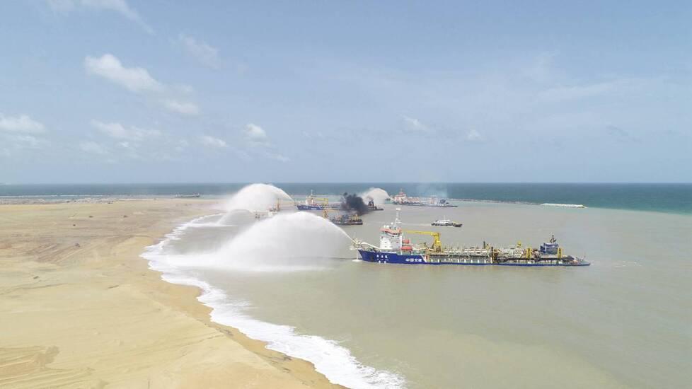 """zt 中国""""造岛神器""""现身印度洋 一座大型岛屿横空出现"""