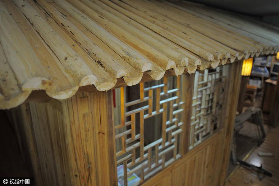 七旬老人自建小木屋 不用一颗钉