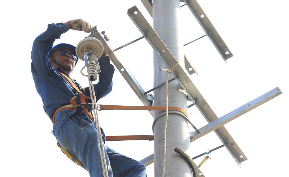 安徽淮北:高温下改造电网