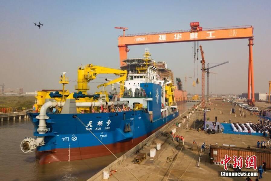 """中国""""造岛神器""""下水 亚洲最大绞吸挖泥船建成"""