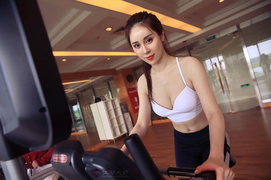 上海网络女主播要跟河南50岁阿姨比身材