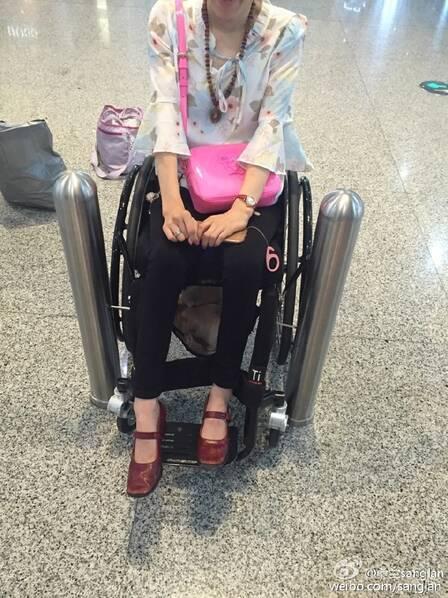 """桑兰中国机场遭遇轮椅尴尬 发飙炮轰:我想哭 微博自圈""""重点"""""""