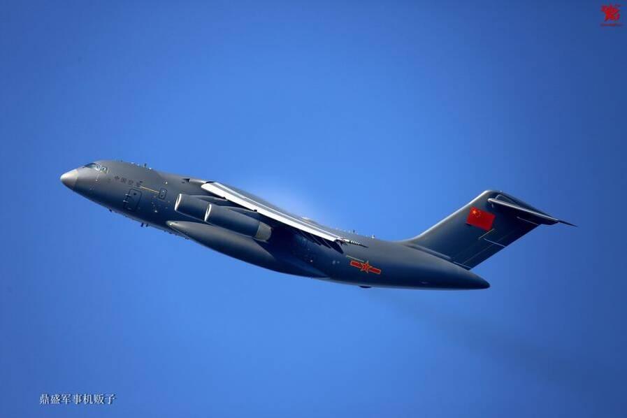 运-20蓝天翱翔姿态轻盈做工