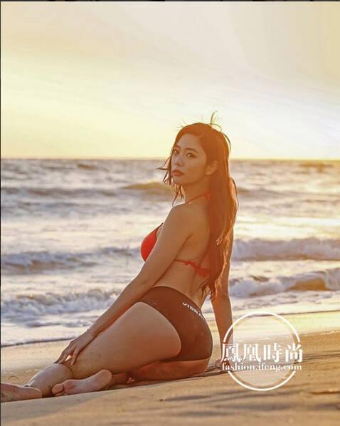 """""""亚洲第一美""""晒泳装照清凉度夏 风格偶像 图2"""