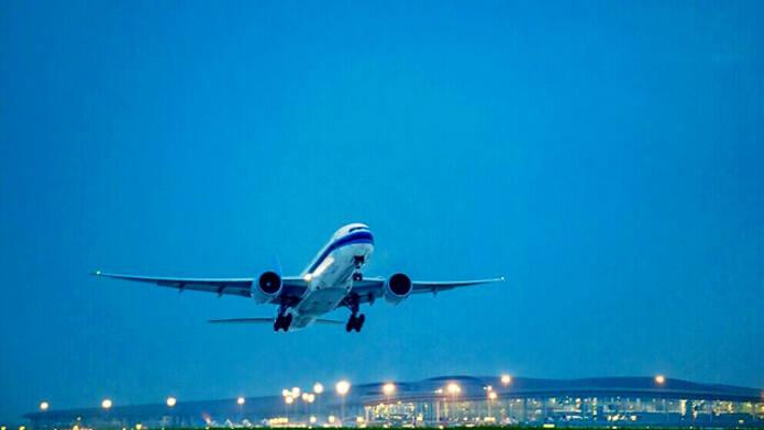 重庆内陆航空枢纽启航 产业集群崛起