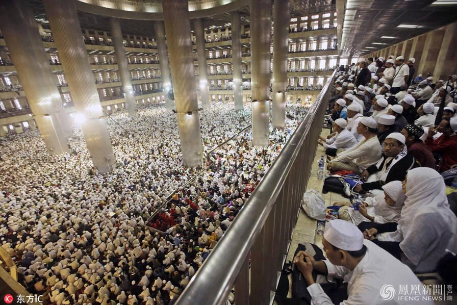 印尼首都雅加达数万穆斯林集会 要选穆斯林当市长
