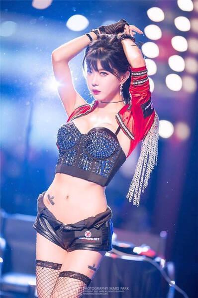 韩国网络美女主播林允