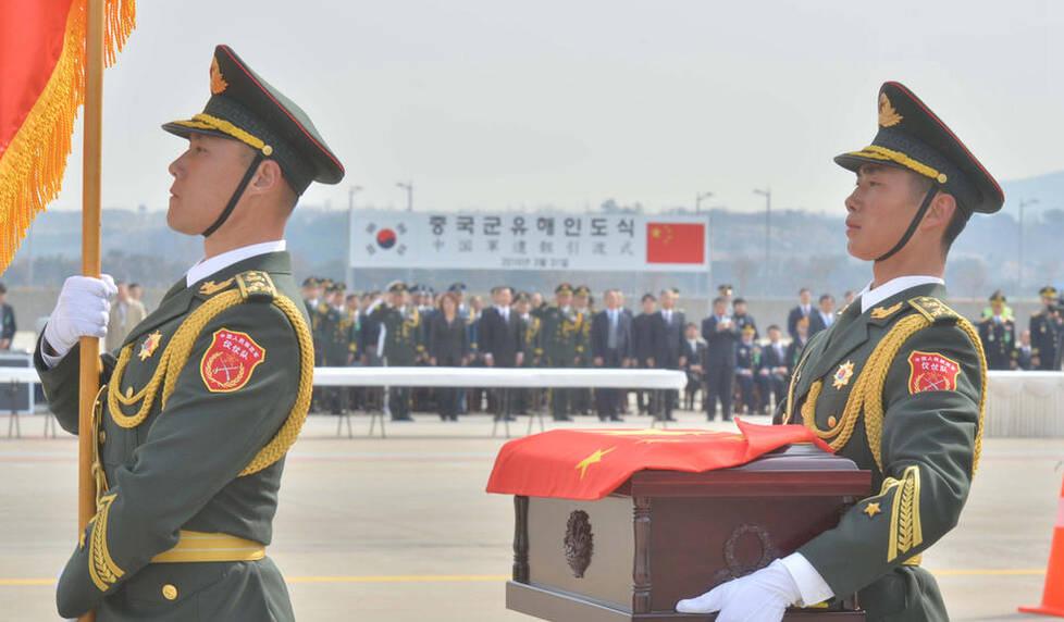 36位中国志愿军烈士遗骸回国 2架歼11实弹护送 -  东方.旭(青岛) - 东方.旭在青岛的博客