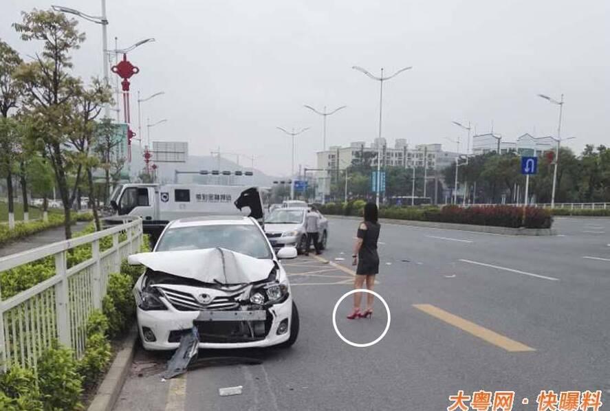 深圳女子穿高跟鞋开车撞上运钞车