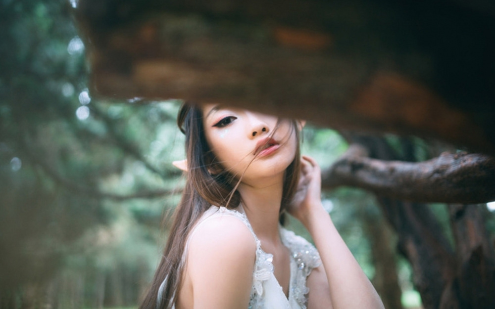 长发美女森林精灵唯美写真