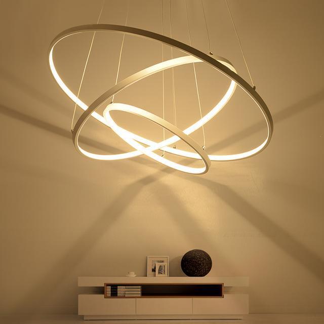 现代简约风格和家里的装修很搭,灯具看上去简单又不失设计感