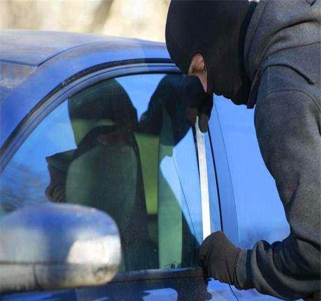 """一旦发现车上有这个""""记号"""",赶紧驾车离开!"""