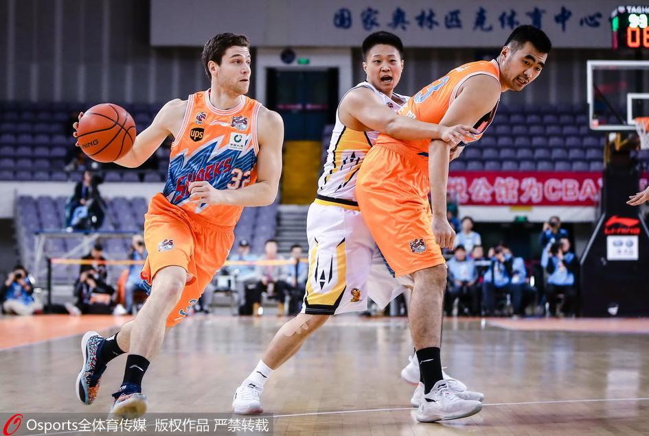 马布里17分弗雷戴特35+6+6 北控险胜上海夺4连胜