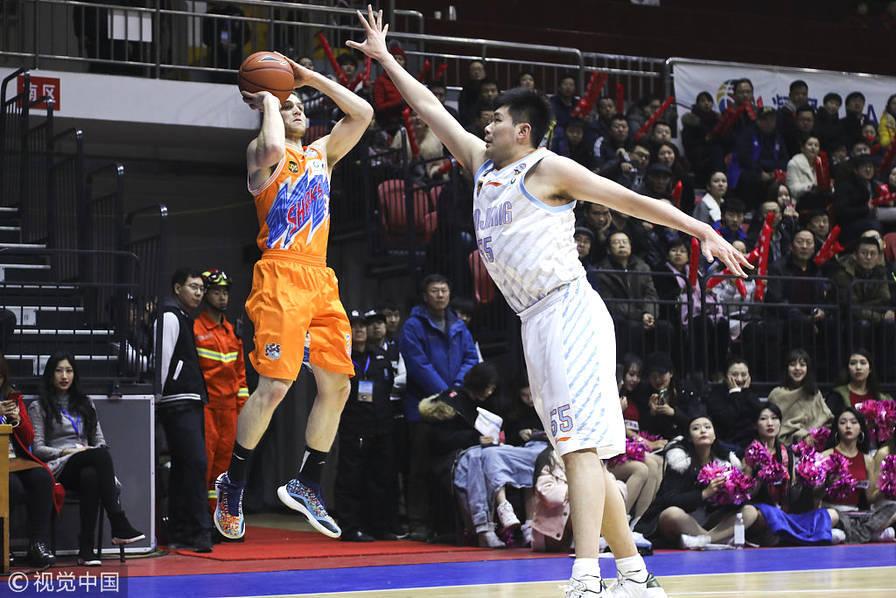 亚当斯37+7+10弗雷戴特50分 李根23分新疆复仇上海