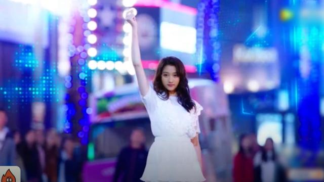 视频:《极光之恋》再现雷人片段,关晓彤尬舞誉为VR史上里程碑之作