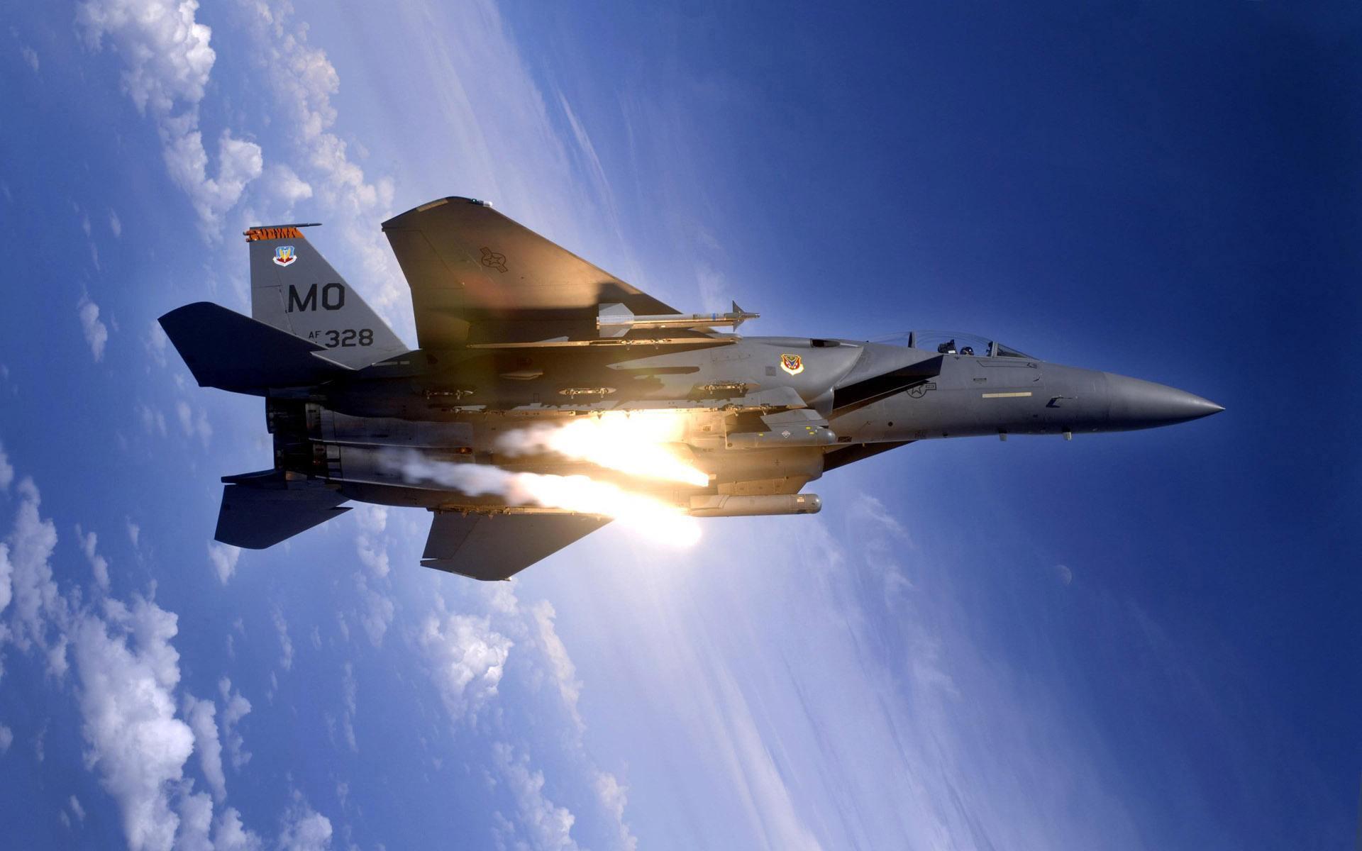 战斗机--F-22和F-15演练高低搭配战法