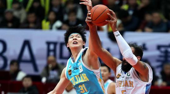 王哲林赛季首轰双20 本土三核闪耀下季冲季后赛