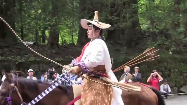 全副武装,百发百中!看日本骑射手如何展示传统弓道