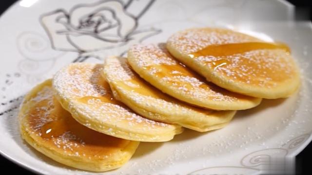 一个鸡蛋,不放一滴油就做出蓬松的早餐饼,10分钟就搞定早餐