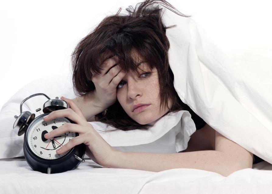 夜里总失眠?药房里的2种常见药,能让你沾枕头就睡着!