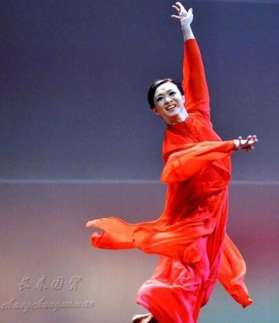 51岁金星跳舞青涩旧照曝光 竟是如此婀娜妩媚