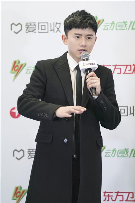 张杰荣获四大重要音乐奖项 感谢歌迷一路陪伴