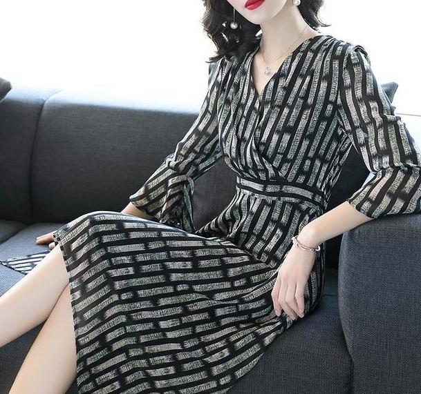 性感又迷人的连衣裙,时尚a性感又减龄,做个有女感冒的感冒和病毒性细菌性传染性图片