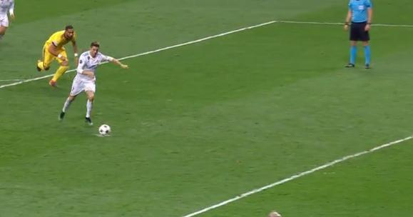 尤文连追3球+压哨送点+布冯染红 C罗绝杀皇马晋级