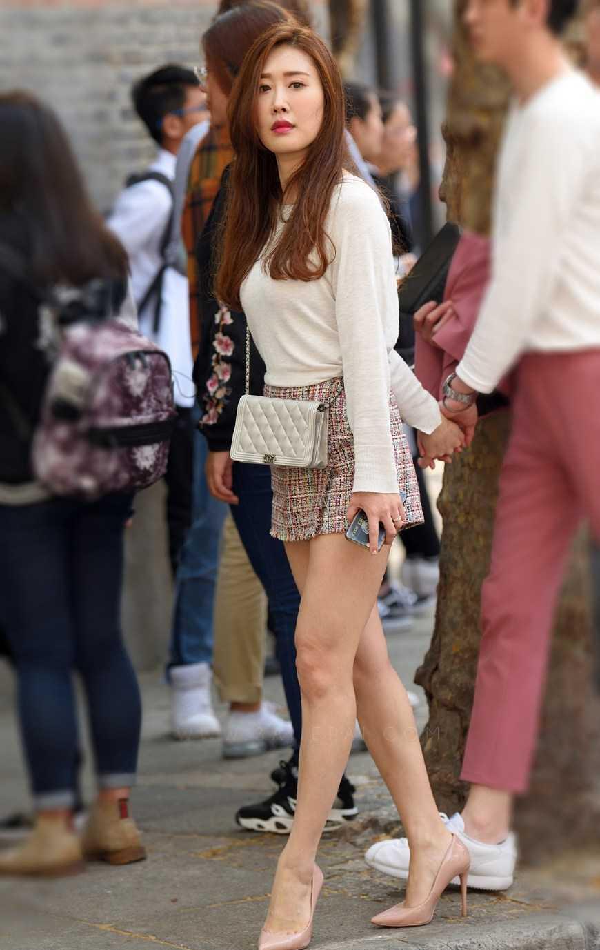 街拍:曼妙輕盈的身材搭配優雅的服飾,小姐姐們真是靚麗的風景線