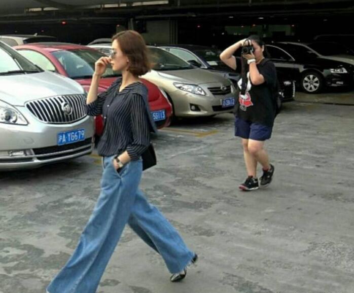 欧阳娜娜模仿刘诗诗走路姿势 网友:淑女气质全无