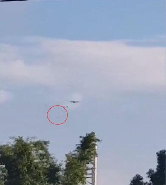 台军模拟解放军空降:一伞兵主伞未开直接高空坠落