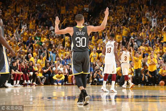 库里狂飙9记三分=骑士队全队 超君子雷成NBA总决赛第一人